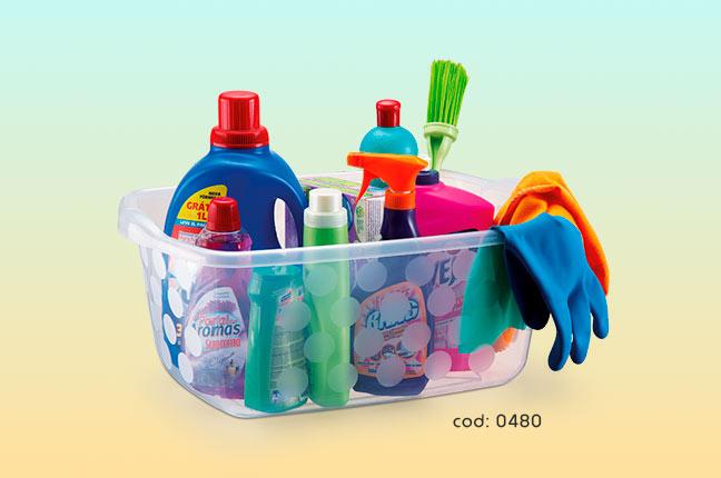 Guardar itens de limpeza em potes plásticos