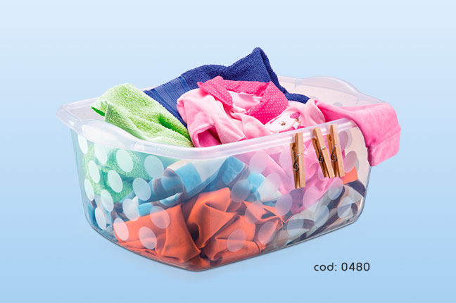 Organizar roupas em potes